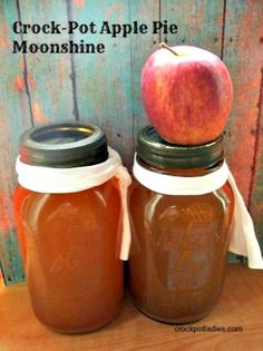 Crock-Pot Apple Pie Moonshine - Apple cider and cinnamon sticks are simmered in the slow cooker and then added to Everclear or Vodka in this recipe for Crock-Pot Apple Pie Moonshine. Delicious flavored adult beverage that is perfect for fall and winter si Crock Pot Recipes, Crock Pot Cooking, Apple Recipes, Cooker Recipes, Wine Recipes, Easy Recipes, Fun Drinks, Yummy Drinks, Alcoholic Drinks