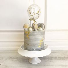cake with confetti balloon topper and golden 12th Birthday Cake, White Birthday Cakes, 50th Cake, Birthday Cakes For Women, Simple Baptism Cake, Concrete Cake, Concrete Design, Bolo Glamour, Cake Design For Men
