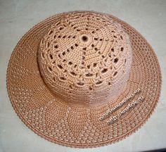 Varios sombreros y bufandas con vínculos hacia las instrucciones y esquemas.