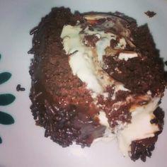 Bolo de chocolate com recheio de leite ninho..Tha Ferreira
