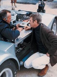 Behind the scenes of Bullitt Steeve Mac Queen, Steve Mcqueen Style, James Bond Style, Thomas Crown Affair, Rare Images, Better Half, Life Magazine, Foto E Video, Classic Hollywood