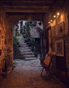 GALAPAGOS: ジブリの世界に迷い込んだような路地裏:クロアチア『ロヴィニ市』