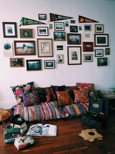 susannacole: My always evolving living room.