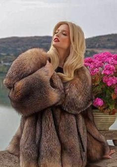 Fox Fur Jacket, Fox Fur Coat, Fur Coats, Fur Fashion, Womens Fashion, Fur Bomber, Gorgeous Women, Mantel, Sexy Women