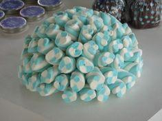 Como enfeitar a mesa do bolo com azul e branco                                                                                                                                                                                 Mais