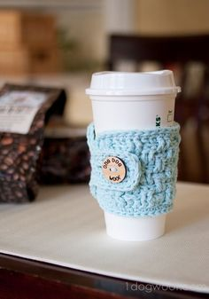 Coffee Cup Cozy. Free basketweave crochet pattern. www.1dogwoof.com