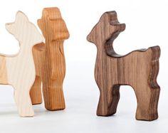 Personalisierte Holz Bunny Rattle / / ein von manzanitakids auf Etsy