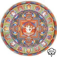 #Dakini es una MUJER VIVA, y cada mujer percibe como un tipo de manifestación de ella. Encontrar a la Dakini es un paso intermedio en el camino espiritual, son viajeras en el espacio, seres espirituales que nos permiten cruzar de un lado al otro, un puente que une lo terrenal con lo divino, lo mundano con lo espiritual.  Su sitio es Sambhogakaya el cuerpo de gozo, de energía.