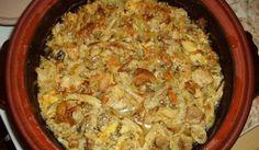 Свинско, телешко и пилешко с кисело зеле в гювеч - Рецепта. Как да приготвим Свинско, телешко и пилешко с кисело зеле в гювеч. Запържва се месото (само телешкото ...