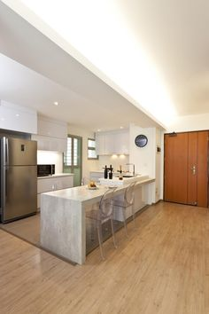 Looking to renovate or improve your living spaces? Pick up these handy tips and tricks and create a space that fit your needs. Kitchen Room Design, Modern Kitchen Design, Kitchen Designs, Kitchen Ideas, Square Kitchen, Open Kitchen, Cove Lighting, Scandinavian Home, Home Reno