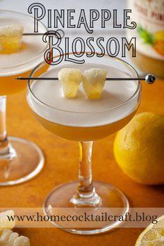 Pineapple Blossom Rye Bourbon, Whiskey Sour, Whiskey Cocktails, Classic Cocktails, Fun Cocktails, Sour Cocktail, Cocktail Book, Cocktail Making, Cocktail Drinks