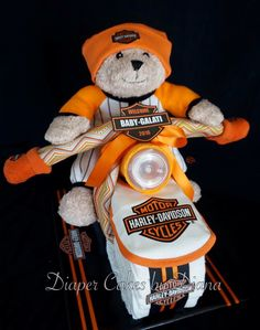 Harley Davidson themed diaper biker. www.facebook.com/DiaperCakesbyDiana Kylie Baby Shower, Baby Shower Giraffe, Baby Shower Parties, Baby Shower Gifts, Baby Shower Motorcycle, Motorcycle Baby, Diaper Motorcycle Cake, Diaper Bike, Diaper Cake Boy