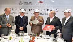 Los constructores veracruzanos cuentan con todo el apoyo del Gobierno del Estado para que este año participen en las grandes obras de Veracruz, expresó el Gobernador al recibir un reconocimiento de la Cámara Mexicana de la Industria de la Construcción (CMIC) por su respaldo.