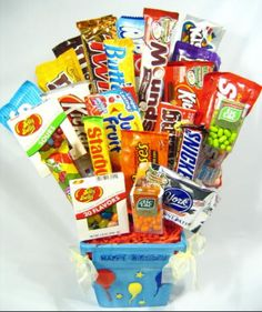 Learn how to make candy bouquets – Candy Bouquet Designs books. Start Candy Bouquet and Gift Basket Business or Do it for a hobby! Food Gifts, Craft Gifts, Diy Gifts, Cute Crafts, Diy And Crafts, Candy Cakes, Candy Bouquet, Candy Gifts, Crafty Craft