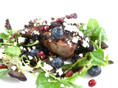 Just in time for the weekend...5 Star Skinny Steak Salad with Dreamy Pomegranate-Balsamic Reduction Sauce! It only looks like it would be hard to make. It's so easy and sooo delicious. The skinny for 1 serving, 269 calories, 7 grams of fat and 7 Weight Watchers POINTS PLUS.