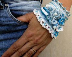 Rot weiß häkeln Armband Manschette Perlen von SvetlanaCrochet