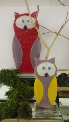 owls made of glass Owls, Snowman, Christmas Ornaments, Disney Characters, Holiday Decor, Glass, Home Decor, Art, Xmas Ornaments