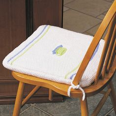 Knit a set of chair cushions with stripes and a center embroidered teacup. These cushions are a great way to decorate kitchen chairs and make them a bit more comfortable. Cute Cushions, Chair Cushions, Baby Bean Bag Chair, Cushion Inspiration, Metal Dining Chairs, Easy Home Decor, Chair Pads, Diy Projects To Try, Washing Clothes