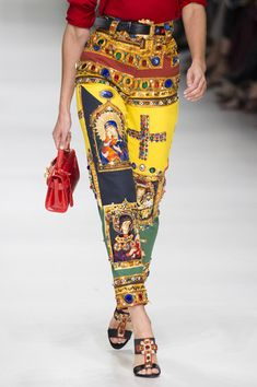 Versace at Milan Fashion Week Spring 2018 - Details Runway Photos I would so rock these if I was thin again.....sigh
