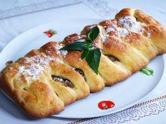 Orechovy_pletenec Bread, Food, Meal, Essen, Hoods, Breads, Meals, Sandwich Loaf, Eten