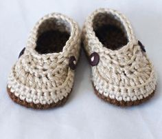 Crochet baby shoes. Project by Craftsy member ebethalan.