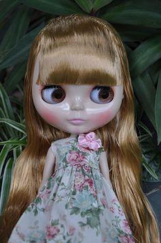 Nude Factory Blythe doll - Dark Blonde hair with fringe / bangs
