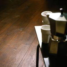 Ember Oak: Beautifully designed LVT flooring from the Amtico Spacia Collection - Amtico for your home Amtico Spacia, Amtico Flooring, Hall Flooring, Bathroom Flooring, Kitchen Flooring, Laminate Flooring, Types Of Hardwood Floors, Refinishing Hardwood Floors, Floor Refinishing