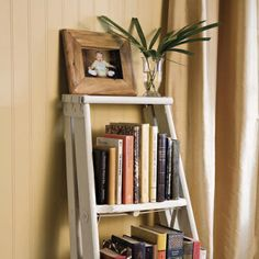 I happen to have an old ladder laying around! old wooden ladder bookshelf. Old Wood Ladder, Vintage Ladder, Wooden Ladders, Wooden Ladder Decor, Antique Ladder, Ladder Bookshelf, Bookshelf Design, Bookshelves Ikea, Book Shelves