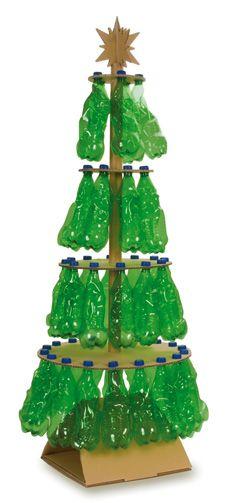 gave kerstboom van flessen en karton