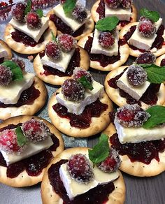 Cranberry bites with brie | Cranberry hapjes met brie | Recipe on www.francescakookt.nl