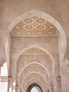 Islamic Architecture, Beautiful Architecture, Architecture Details, Baroque Architecture, Cream Aesthetic, Brown Aesthetic, Cereal Magazine, Photo Deco, Modern Moroccan