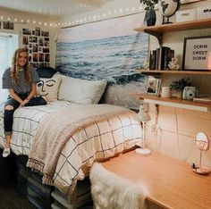 Cute Dorm Rooms We're Obsessing Over Right Now Okay, could this dorm room be any cuter? So many cute dorm room ideas I am dying insta- ashlyn_elggrenOkay, could this dorm room be any cuter? So many cute dorm room ideas I am dying insta- ashlyn_elggren Cool Dorm Rooms, College Dorm Rooms, Dorm Room Beds, Dorm Room Bedding, Bedding Sets, Dorm Room Colors, College Dorm Bedding, College Dorm Pictures, College Dorm Lights