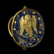 Gold swivel ring, Late-4th century B.C. Gold, glass The National Museum of…