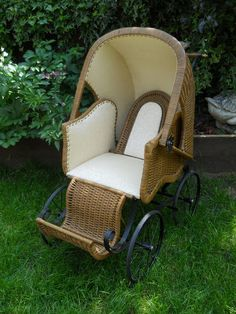 * RARE * Vintage Victorian  Wicker BABY Pram. Woooooooww!! Assuming it would not pass safety standards of today, would this not be an incredible pram stuffed full of antique dolls and bears by a Christmas tree and then year round?!!!
