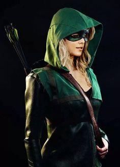 I want Emily Bett Rickards to cosplay The Arrow or Green Arrow Dc Cosplay, Best Cosplay, Cosplay Girls, Cosplay Style, Female Cosplay, Green Arrow Costume, Green Arrow Cosplay, Emily Bett Rickards, Super Hero Costumes