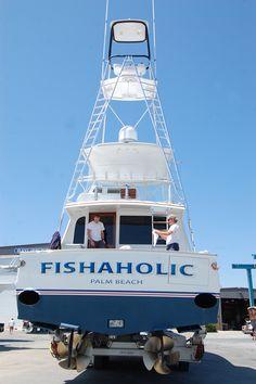 #TRANSOM: Fishaholic, Palm Beach #Boat #Transom #BoatTransom TRANSOM #TECHNIQUE: #CustomBoatLettering #BOAT #BUILDER #BoatBuilder: #SpencerYachts, #NorthCarolina