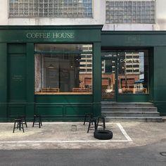 Mac Mahon, Bar Bistro, Facade Design, Exterior Design, Mini Cafe, Cafe Exterior, Green Cafe, Small Coffee Shop, Industrial Cafe