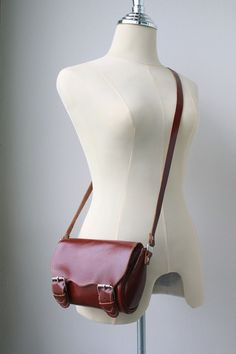 Hand-made leather purse  **swoon**