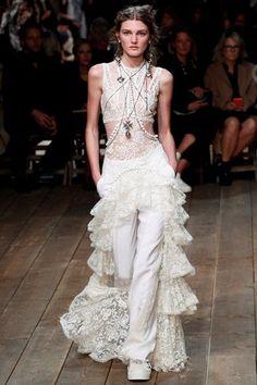 Alexander McQueen - Spring Summer 2016 Ready-To-Wear - Shows - Vogue.it