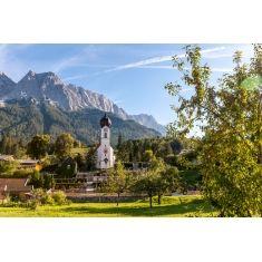 Obergrainau, Kirche, im Hintergrund die Zugspitze, Alpen, Berge, Oberbayern, G. Lengler, Fototapete, Merian, online zu kaufen