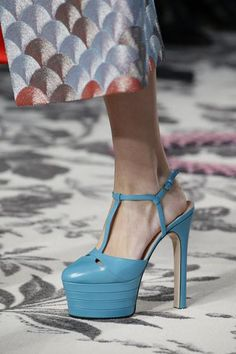 A detailed look at Gucci Spring 2016... Yes, yes, yes!!!