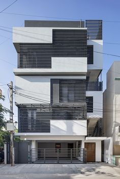 Gaurav saved to modern residencial Sandwich House by architects 5 3 9 0 8 Home Grill Design, Window Grill Design Modern, Balcony Grill Design, Balcony Railing Design, Modern House Design, Bungalow Haus Design, House Front Design, Facade Design, Modern House Plans