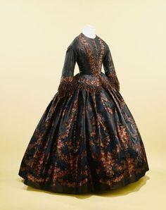 Printed dark dress, ca 1860