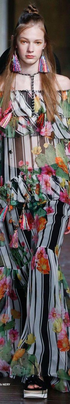 Ideas Fashion Teenage Spring Floral Dresses For 2019 Fashion Model Poses, Fashion Pants, Fashion Models, Fashion Outfits, Fashion 2017, Teen Fashion, Fashion Trends, Teenager Fashion, Floral Fashion