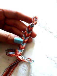 Bracelet d'amitié b r a c e l e t s # bracelet # amitié - Freundschaftsarmband b r a c e l e t s Bracelet d'amitié b r a c e l e t s # bracelet # amitié Floss Bracelets, Diy Bracelets Easy, Summer Bracelets, Bracelet Crafts, Cute Bracelets, Beaded Bracelets, String Bracelets, Diy Friendship Bracelets Patterns, Craft Ideas
