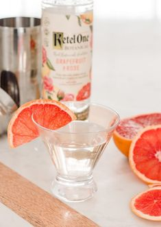 Grapefruit Rose Elderflower Martini - A refreshing cocktail made with grapefruit rose vodka, elderflower liquer, and topped with champagne. Vodka Recipes, Martini Recipes, Cocktail Recipes, Yummy Recipes, Vodka Cocktails, Refreshing Cocktails, Drinks, Beverages, Elderflower Martini