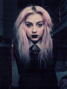 <3 Pastel goth style