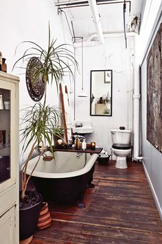 Discover Your Home& Decor Personality: 19 Inspiring Artful Bohemian Spaces . Discover Your Home& Decor Personality: 19 Inspiring Artful Bohemian Spaces House Design, House, Bohemian Style Bathroom, Bohemian Apartment Decor, Bathroom Styling, Bohemian Apartment, House Styles, Loft Apartment, Rustic House