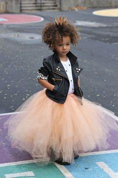 When you wanna rock your pink tutu! Casamento Rock'n Roll ! Fashion Kids, Little Girl Fashion, Fashion 2016, Womens Fashion, Fashion Trends, Vogue Kids, Outfits Niños, Kids Outfits, Mode Swag