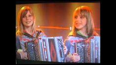 Die Twinnies - Bayernmädels (The international polka) .mp4 - YouTube